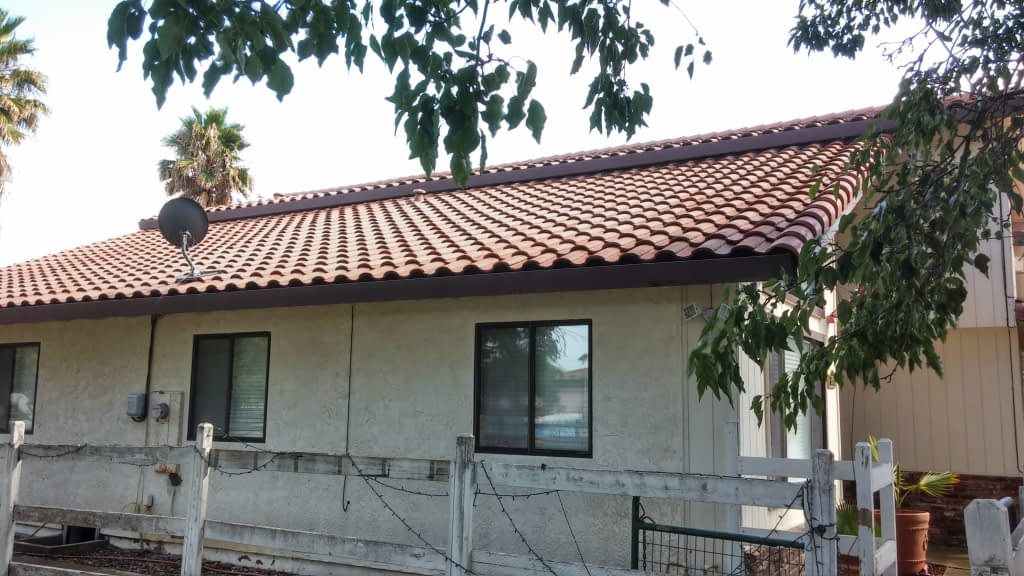 Sacramento roof cleaning after
